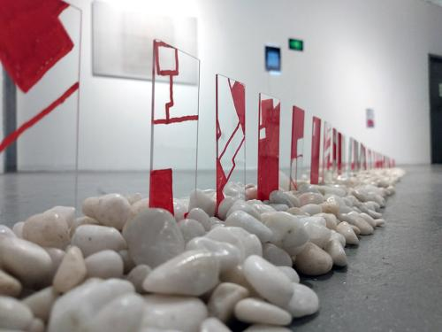 Line 2019 glass, ink, stone. (1.3 x 3.0 x 4.0m)